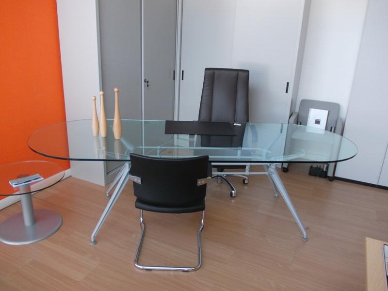 Tavoli per riunioni in vetro - Tavolo riunioni ovale vetro ...